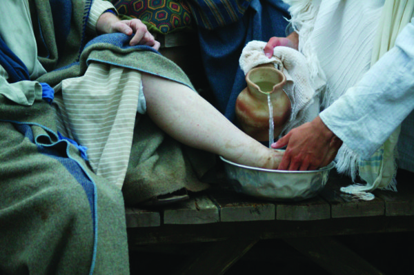 gospel of john foot washing Jesus' washing of the feet of the apostles at the last supper in john's gospel is the most powerful and emblematic action and symbol of jesus entire earthly ministry to follow jesus means to be a servant to others.